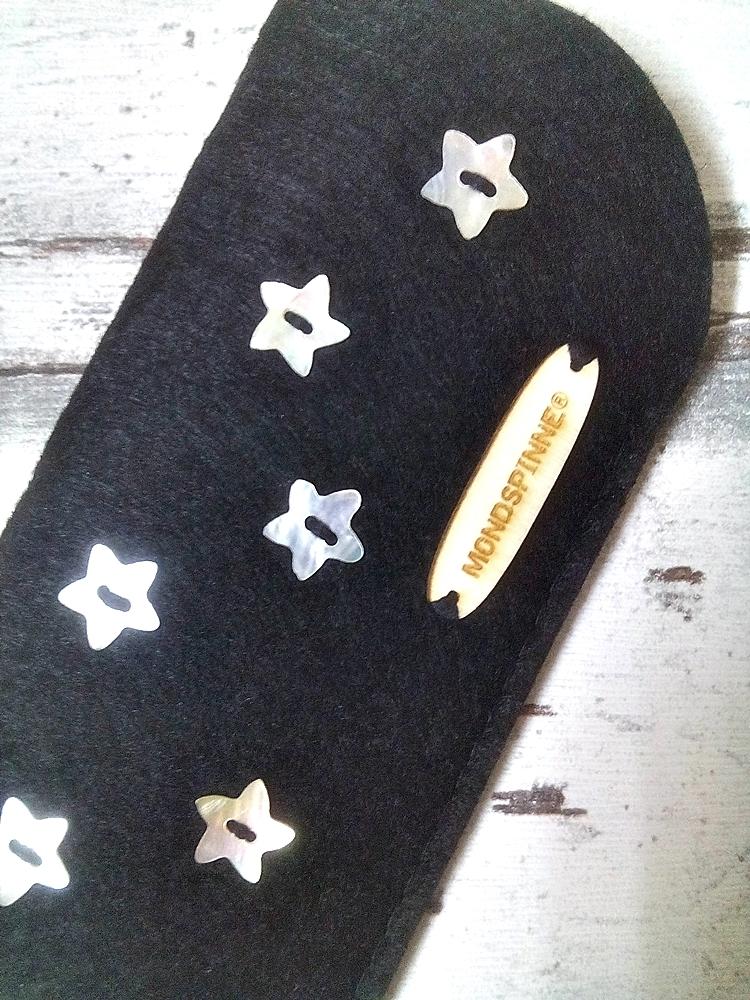 """Brillenetui """"Stars"""" (schwarz) von Mondspinne"""
