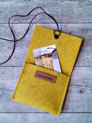 """Set: Börse & Schlüsselanhänger """"Curry"""" (gelb-braun) aus Wollfilz und Ziegenleder"""