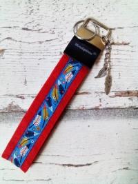 """Schlüsselband """"Federn"""" mit Charm-Anhänger (rot) von MONDSPINNE"""