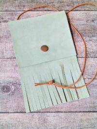 """Brustbeutel """"Frühlingsbrise"""" (hellgrün) aus Leder - Mondspinne"""