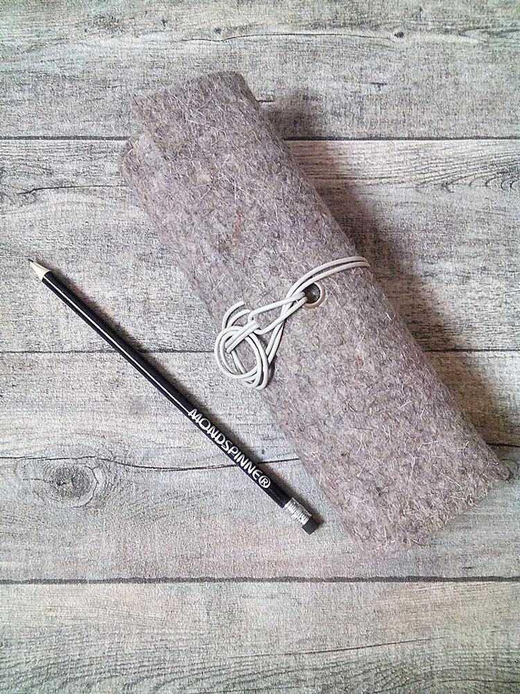 stifterolle sandstein beige grau aus wollfilz und b ffelkalbsleder mondspinne mondspinne. Black Bedroom Furniture Sets. Home Design Ideas