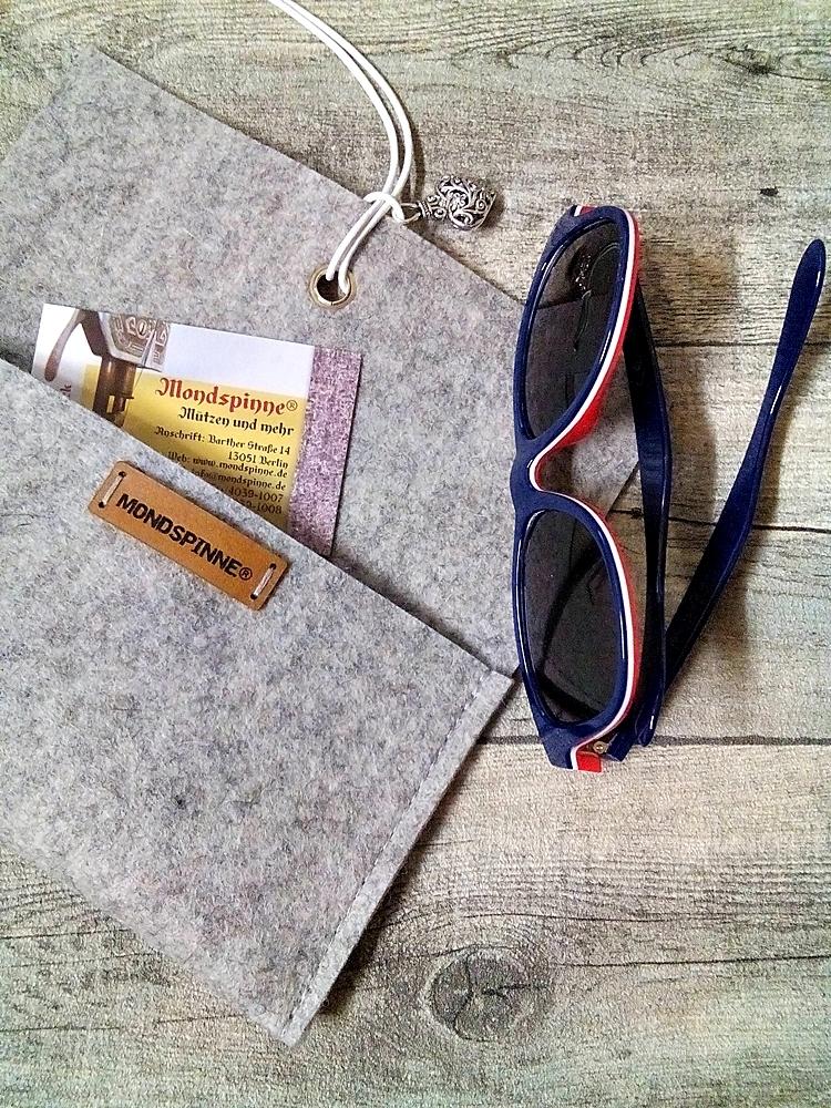 """Brillentasche """"Herz"""" (hellgraumeliert) aus Wollfilz & Leder - MONDSPINNE"""