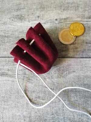 Mini-Lederbeutel weinrot weiß Rindswildleder - MONDSPINNE