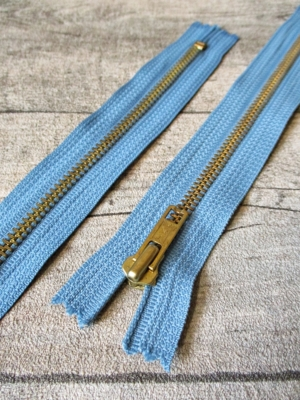 Reißverschluss mittelblau messing 18 cm lang 3 cm breit YKK - MONDSPINNE