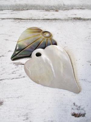 Herz Anhänger Perlmutt weiß braun bunt, 42x33x3 mm Lochgröße 4 mm - MONDSPINNE