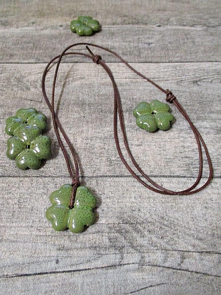 Kette Kleeblatt grün-dunkelbraun Porzellan Leder - MONDSPINNE
