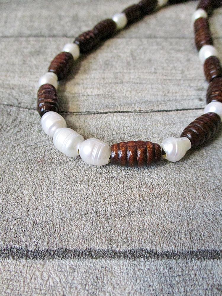 Kette perlmutt-braun 30 cm Holz Leder Perlen - MONDSPINNE