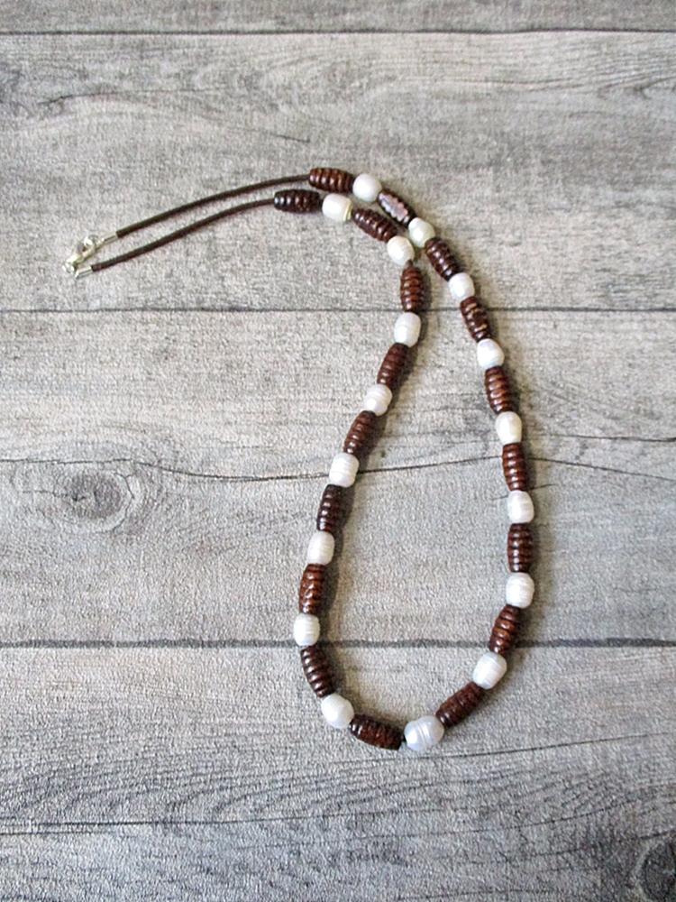 Kette perlmutt-braun Var. II 30 cm Holz Leder Perlen - MONDSPINNE