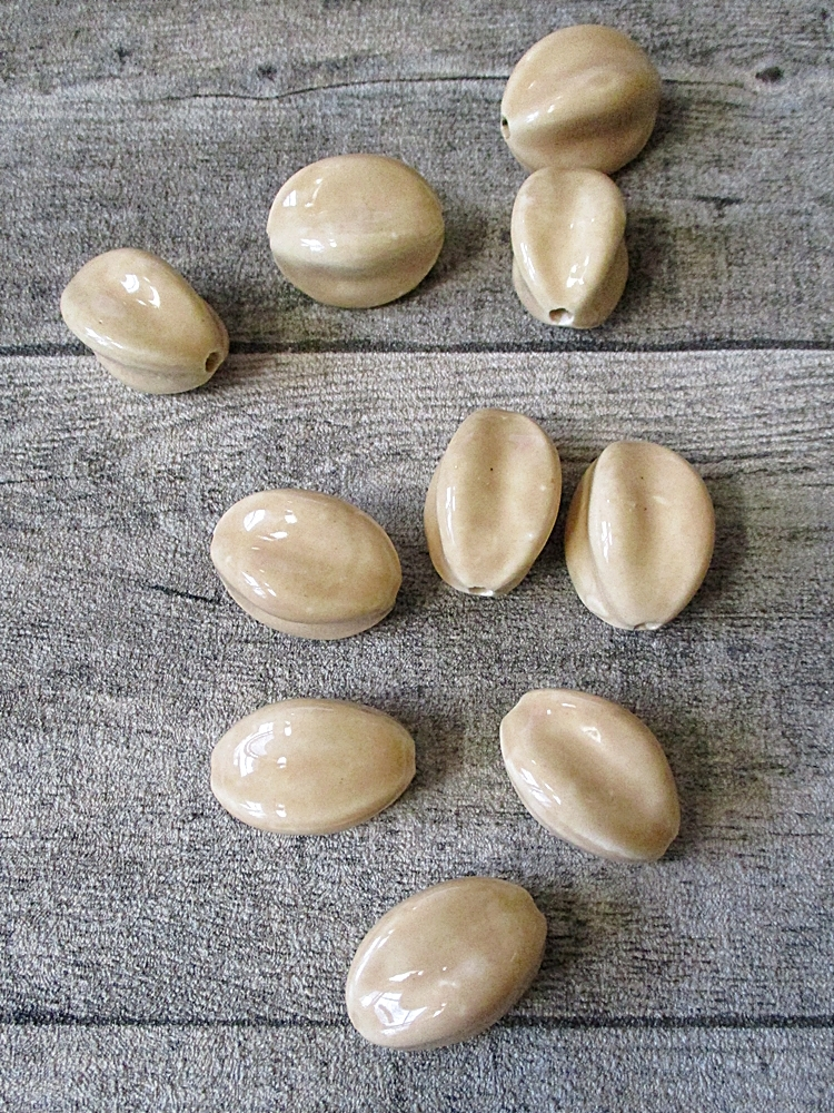Porzellanperlen handgefertigt oval ellipsenförmig milchkaffee - MONDSPINNE