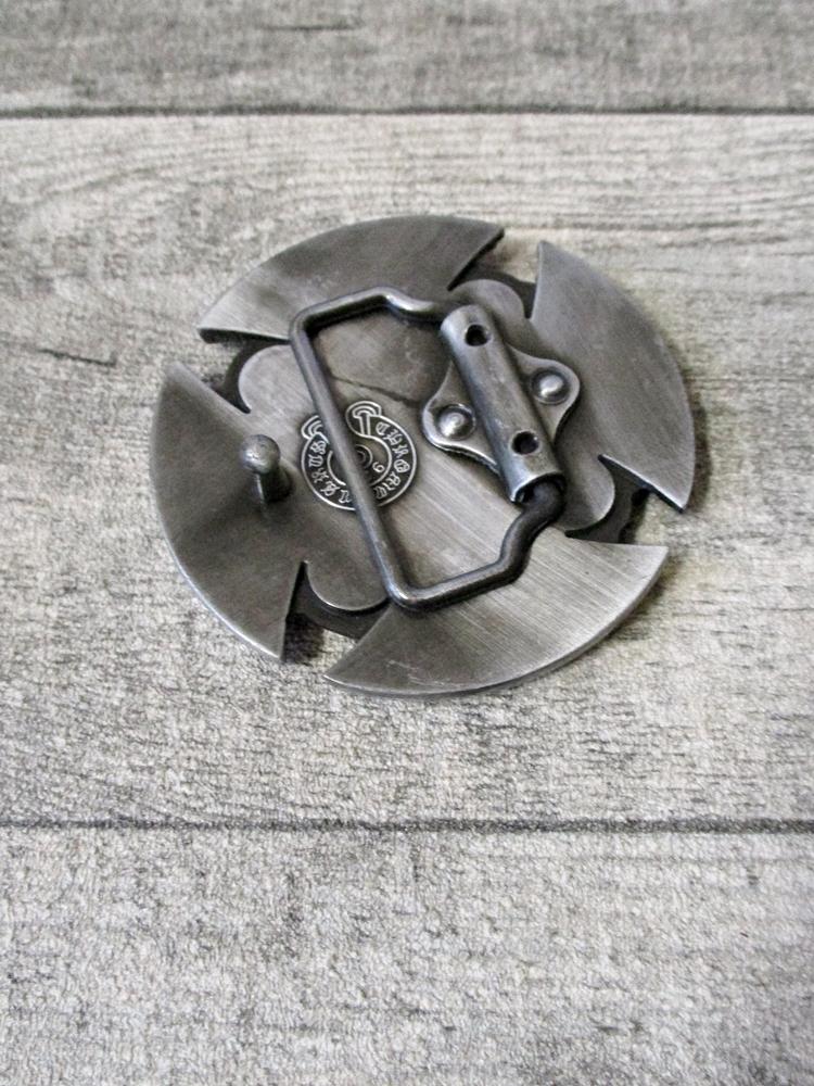 Gürtelschnalle Metallschließe Buckle silber schwarz Metall keltischer Knoten Kreuz rund - MONDSPINNE