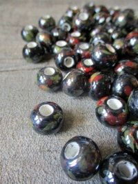 Porzellanperlen Großlochperlen handgefertigt schwarz perlig 12x9 mm Lochgröße 4 mm - MONDSPINNE