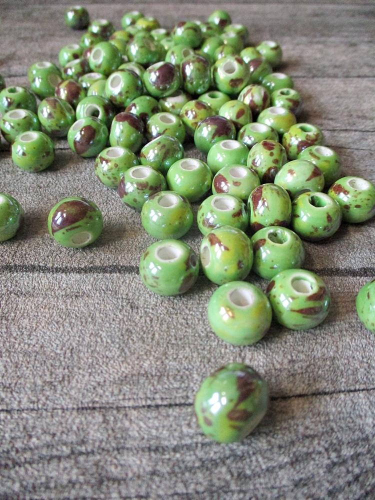 Porzellanperlen Großlochperlen handgefertigt apfelgrün perlig 12x9 mm Lochgröße 4 mm - MONDSPINNE