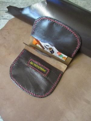 Börse Portemonnaie für Hosentasche Olov 105x80mm geöffnet170mm Schafnappaleder braun weinrot - MONDSPINNE