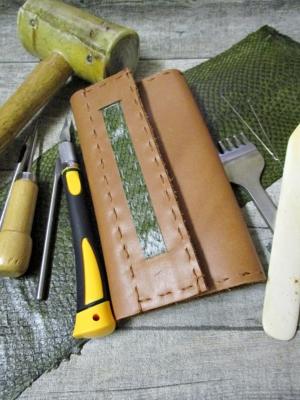 Tabaktasche gelbbraun grün Rindsleder Lachsleder 2 - MONDSPINNE