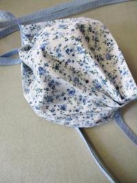Gesichtsmaske hellblau weiß Blümchen Baumwolle